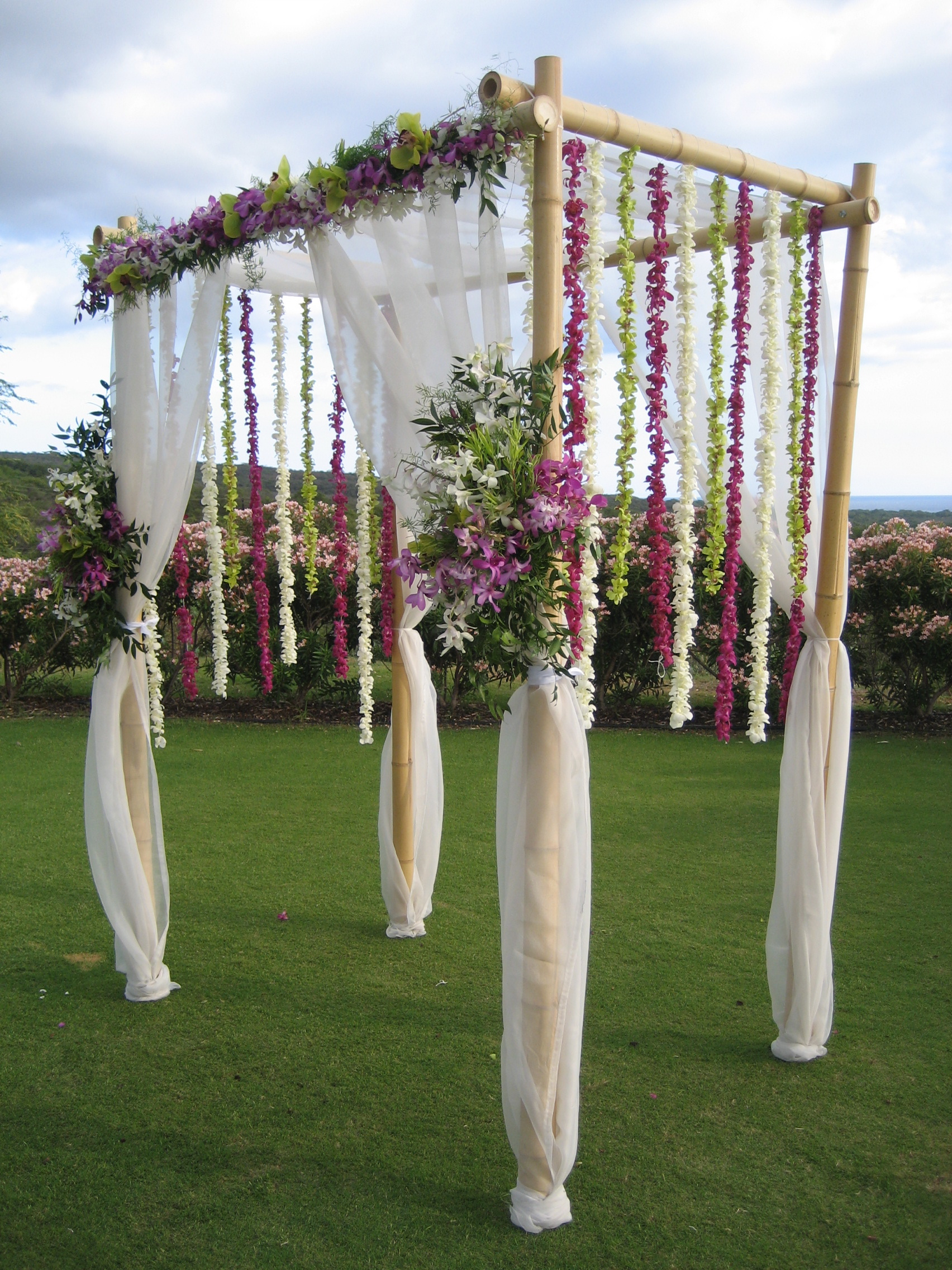 Outdoor wedding decoration ideas party ideas for Altar wedding decoration